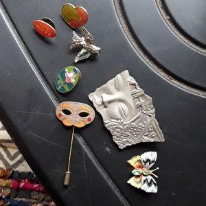 Jewelry - Unique vintage pin lot